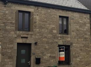 Honesty vous propose cette charmante maison en pierres du pays au centre de Wellin . Elle se compose, au rez, d'un hall d'entrée , d'un salon a