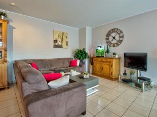 Eerlijkheid biedt u een 125m² duplex appartement gelegen op de eerste verdieping van een kleine residentie van 5 appartementen gelegen in het cen