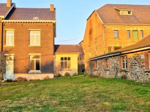 Honesty vous propose une belle maison située au Coeur de Carlsbourg proche de l'école. La maison vous accueille par un hall, un living l