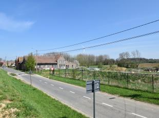 Deze boerderij heeft veel potentieel door de enorme nog af te werken ruimtes en de aanpalende weides. <br /> <br /> U heeft bovendien de mogelijkheid