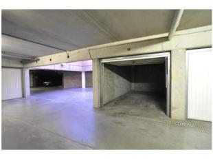 Ruime, afsluitbare garage gelegen in de kelderverdieping (niveau -1) aan het Woutersplein, gelegen op slechts 90 m wandelafstand van de kleine ring, c