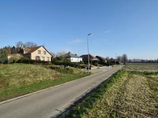 Deze landelijk gelegen bouwgrond van 739 m² (Lot 2) is geschikt voor een open bebouwing.Perceelsbreedte : 12,95 mtrPerceelsdiepte : 70,61 mtrBouw