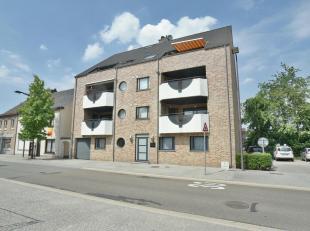 Begane grond 80 m²<br /> Living 38 m²met tegelvloer en 2 dubbele deuren naar riant terras van 48m²<br /> Open keuken in hoekopstelling