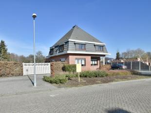 Begane grond 123 m²(keramische tegel) :<br /> RoyaleL-vormige woonruimte 41<br /> m² (keramische tegel) metspotverlichting en optionele spek
