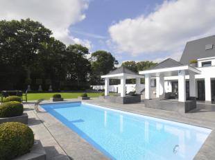 Exclusieve topvilla gelegen in villawijk Goudkust te Lanaken op een schitterend perceel van 6.091 m² met verwarmd buitenzwembad.De villa verkeert
