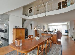 """Dit exclusieve penthouse van maar liefst 230 m² is gelegen in de kleinschalige residentie """"Kennedy 1"""" van slechts 3 appartementen, midden in het"""