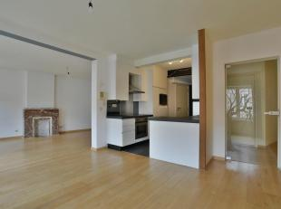 """Dit 2 slaapkamer-appartement is zeer centraal gelegen in het centrum van Lanaken in een kleinschalig complex Residentie """"Eden"""". Door de uitstekende ce"""