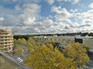 """Royaal appartement van 153 m² met een schitterend uitzicht, gelegen op de 6de verdieping van Residentie """"Zavelhof"""" in het centrum van Genk.Oorspr"""