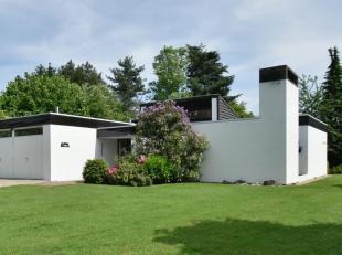 Op een prominente locatie in een residentiële, groene gegeerde villawijk in de onmiddellijke nabijheid van het domein Meylandt, situeert zich dez