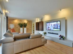 """Exclusief afgewerkt appartement op de eerste verdieping in Residentie """"La Scala"""", met ruime garage voor 2 wagens en afzonderlijke berging. Het apparte"""