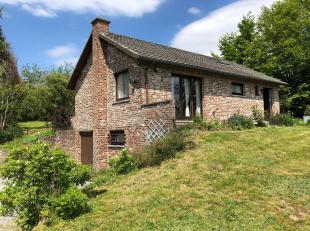Gezellig huis gelegen op een grond van 23 are in een groene omgeving, in het dorpje van Somme-Leuze.Bestaat uit : 2 slaapkamers, badkamer, ruime woonk