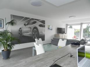 Honesty vous propose ce magnifique Penthouse, avec terrasses, vues spectaculaires, garage en sous sol sécurisé, cave et aussi un parking