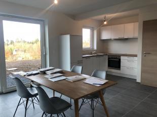 Honesty biedt u twee nieuwe woningen aan. Gelegen in het dorp van Waha, vlakbij het centrum van Marche-en-Famenne, en op een grond van 5a gebouwd.Gebo