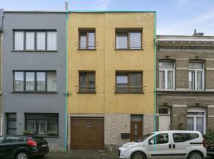 Appartementsgebouw bestaande uit 2 app, garage voor minimum 6 auto's en een kantoor/magazijn. Het gebouw is gelegen in de hippe wijk Boho. Vlakbij sch