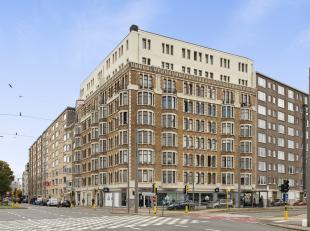 Dit charmante en ruime appartement situeert zich op de tweede verdieping in een stijlvol Art Deco gebouw.<br /> <br /> Grootste troeven:<br /> - Ruim