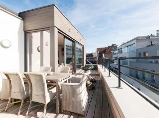 Gelegen op de 3e en 4e verdieping van een gerenoveerd gebouw met hoogwaardige materialen. Het ontwikkelt +/- 225m2 en terrassen van in totaal +/- 50m2