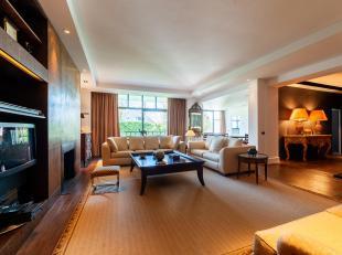Sterrenwacht / groene jager. Subliem GEMEUBILEERD appartement met een smaak van +/- 180 m² in een luxueus gebouw. Het bestaat uit een: inkomhal,