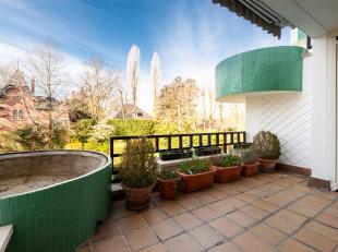 Sterrenwacht / groene jager. Appartement van +/- 175 m² bestaande uit een hal met garderobe en gastentoilet, grote woonkamer met toegang tot een