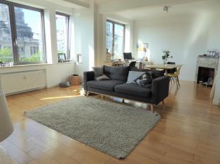 Idéalement situé proche de la Place Louise, au 5ème étage d'un immeuble de standing, cet appartement NON-MEUBLE et RENOVE