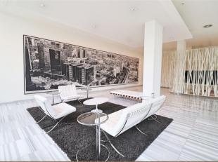 Mooi luxe appartement met een slaapkamer op de 38e verdieping van een moderne toren met receptie en beveiligde toegang, met panoramisch uitzicht op Br
