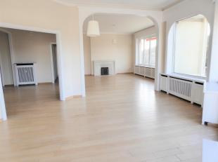 1000 BRUXELLES/Fr. Roosevelt. Lumineux appartement de +/-165m² composé d'un hall d'entrée, toilette invités, séjour,
