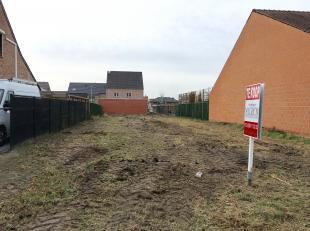 Deze bouwgrond vinden we terug in de Rodenbachlaan te Diepenbeek, centraal gelegen tussen Hasselt, Genk en Bilzen.<br /> <br /> In de rustige straat i