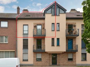 In Genk treffen we dit mooi duplex appartement met twee slaapkamers, met een totale bewoonbare oppervlakte van 85 m². <br /> <br /> De Vennestraa