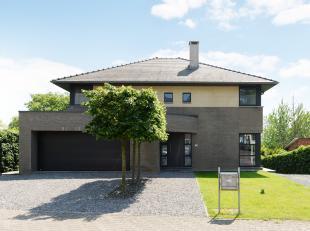 Deze prachtige, moderne villa is gelegen in Gellik, een deelgemeente van Lanaken. Gellik heeft een gezellig karakter en alle gemakken zoals scholen, w