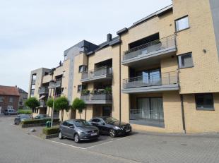 RUIM EN AANTREKKELIJK  DUPLEX APPARTEMENT MET TERRAS <br /> <br /> Dit mooie duplex appartement ligt in het centrum van Lanaken op wandelafstand van w