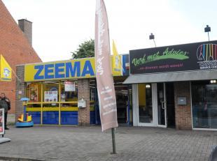 Handelspand van 280 m2 te huur in het centrum van Lanaken.<br /> <br /> Uitgeruste winkelruimte, met kitchenette en sanitair<br /> Direct beschikbaar<