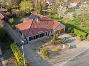 Dit prachtig landhuis is gelegen in de Bosstraat in Lanaken. In deze gewilde buurt van Lanaken, vinden we vele luxueuze woningen, kindvriendelijke str