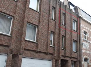STUDIO (2de verdieping) IN HET CENTRUM VAN TONGEREN MET ZICHT OP GROEN.<br /> <br /> Bewoonbare oppervlakte : 50 m² <br /> <br /> Gelijkvloers: i