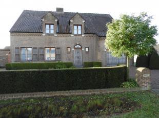 Wonen in het groene Kasterlee met haar vele recreatiemogelijkheden? Op een boogscheut van het centrum staat deze mooie vrijstaande woning! Deze goed o