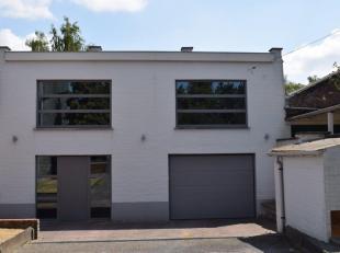 Habitation et atelier dans un atelier de confection. Partie maison/loft de 240 m2 et partie atelier - magasin - loods de 400 m2. A VOIR LE VIDEO TOUR