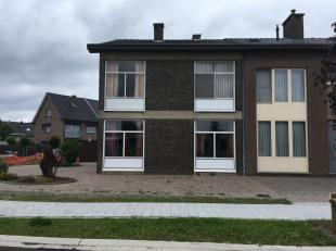 Ruime woning, centraal gelegen in de Banneuxwijk, vlak bij de Ukkies, Corda Campus en op een boogscheut van het centrum van Hasselt.<br /> 4 slaapkame