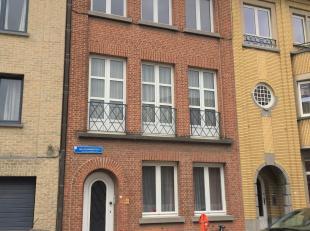 Rustig gelegen te renoveren woning in het Nieuw Kwartier met 6 slaapkamers en gezellige stadstuin. Op het gelijkvloers is een ruime living, keuken en