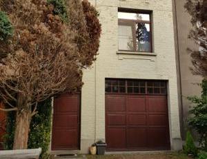 Wij verkopen onze charmante woning op wandelafstand van het Rivierenhof. <br /> Op het gelijkvloers is er een eerste slaapkamer en dressing (ingebouwd