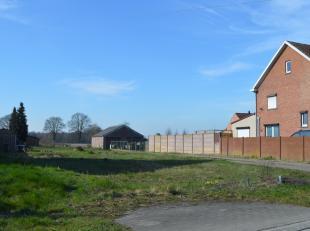 Bouwgrond (zuidelijke orientatie) voor halfopen bebouwing op 11a60ca. Wie op zoek is naar een grote, en bovendien rustig gelegen ,bouwgrond in het moo