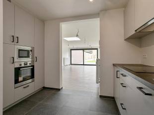 We vinden dit mooie gelijkvloers appartement terug in het centrum van Zutendaal.<br /> Er zijn tal van faciliteiten in de nabije omgeving: zo heb je e