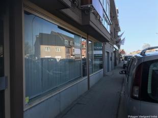 Commercieel gunstig gelegen handels/kantoorpand op de verbindingsbaan Tongeren/Maasmechelen in Lanaken/Veldwezelt<br /> Gevelbreedte van meer dan 850