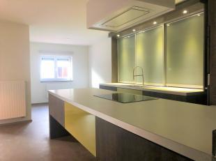 Instapklaar appartement, gelegen in het centrum van Maasmechelen met 2 slaapkamers, autostaanplaats en kelderberging ! <br /> <br /> Het appartement b