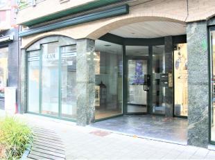 Dit mooie handelspand is gelegen in het gezellige centrum van Lanaken.<br /> <br /> Het pand is instapklaar om uw eigen boetiek- kledingzaak te beginn