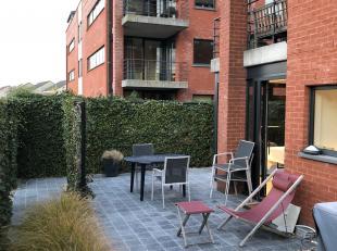 Prachtig, modern 2 slaapkamerappartement met prima residentiële ligging te Hasselt. Het appartement is van 2006 en werd pas in 2018, volledig ger