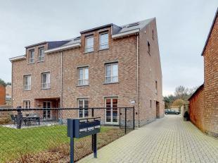 Dit schitterende duplex-appartement in het centrum van Lichtaart is gelegen op de bovenste verdieping van een kleinschalige appartementsblok (met lift
