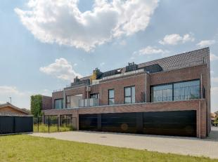 Prachtig afgewerkt appartement met twee slaapkamers, garage en lift te Mol!<br /> <br /> Dit appartement, tot in de puntjes met kwaliteitsvolle materi