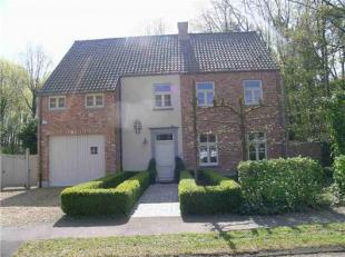 Dit energiezuinig appartement is gelegen in een residentiële woonwijk op wandelafstand van het Ziekenhuis Oost-Limburg in een groene omgeving. Oo