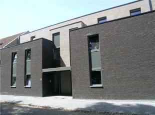 Deze moderne appartementen liggen aan de Heirstraat achter het College in het centrum van Maasmechelen. Zowel de winkels als het gemeentehuis, de post