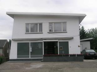Dit handelspand is gelegen aan de weg naar As in Dorne-Opoeteren, heeft prive parkeerplaatsen  en is geschikt voor meerdere handelsactiviteiten!<br />