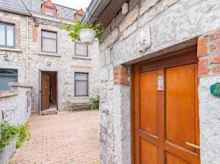 SOUS COMPROMIS ! Charmante et authentique maison en pierre de pays dans le village de Lavoir (commune de Héron). On y accède par une jol