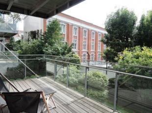 Appartement dans le coeur de Bruxelles, entre le Sablon et le Boulevard de Waterloo, dans une rue très calme donnant sur un jardin intér